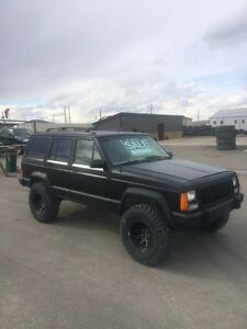 "1993 JEEP CHEROKEE with new 4.5"" lift new 31x10.50r15 toyo MTs"