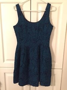 Size 6 dress (medium)