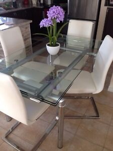 Extendable glass table and 4 white chairs. Must see!