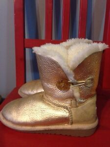 Uggs kids. Size 12