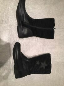 Girls Clarks Black leather and suede boots. Very good condition. Size 1 G - 1G