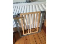 Lindam Wooden Sure Shut Deco Child Safety Gate