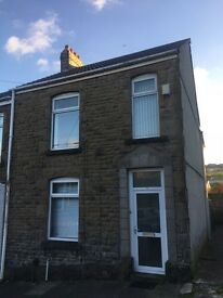 Cwmbwrla 4 bed semi detached house for rent.