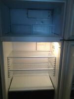 frigo 75$ superbe condition disponible le 3 juin nego