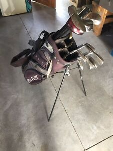 FULL GOLF CLUB SET W/ BAG - MOVING NEED GONE ASAP