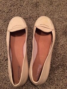 9.5 Sperry Nude patent leather loafer