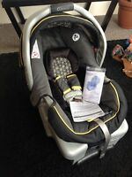 Graco Snug Ride Classic Connect 30, infant car seat, Brand New !