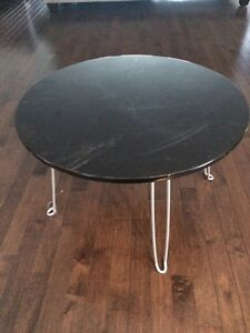 Small round table/plant stand