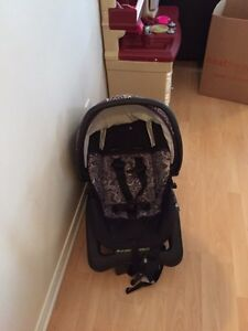 Car seat with base and matching stroller. Baby things   Gatineau Ottawa / Gatineau Area image 2