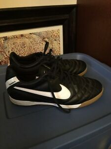 Nike Tiempo Casual Shoes Size 12