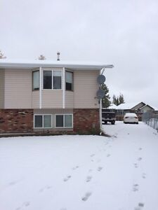 Half duplex in Lacombe for rent