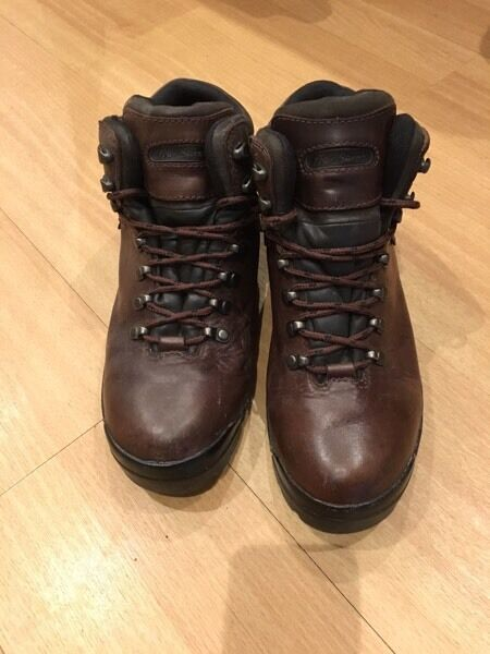 s brown leather high ankle walking boots size 10 in