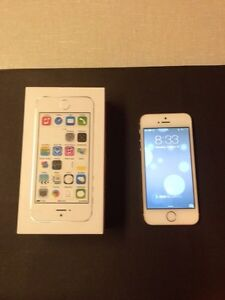 Apple iPhone 5s 16GB - Silver Smartphone + 2 Free Cases