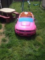 Mustang jouet rose