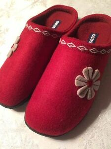 BRAND NEW OBUSFORME LADIES SLIPPERS SIZE 9