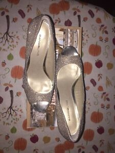 Gold, sparkly pumps  London Ontario image 3