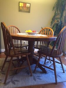 Dining room table and chairs- oak Kitchener / Waterloo Kitchener Area image 1