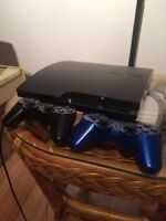 PS3 slim 160 GB + manettes : 200$