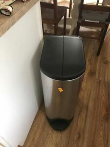 Simple Human tall (thinner) garbage can (with slow close lid)