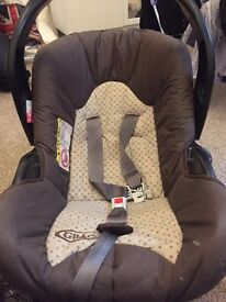 child baby car seat- bargain! Graco