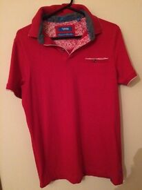 Mens tshirt size small near on brand new