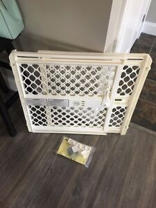 Baby gate fits 42inch wide