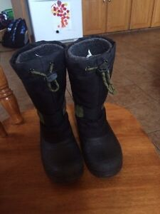 Boys size 11 winter boots