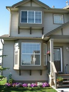 Beautiful Townhouse in Airdrie