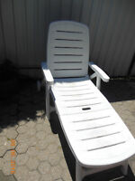 chaise de jardin/lawn chair with wheels
