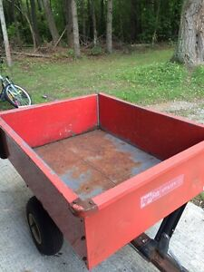 Yard trailer with wheels and skis
