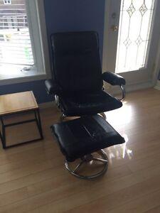 Chaise en cuir avec pouf