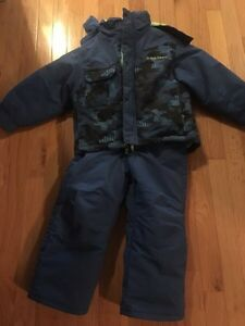 Hot Paws 2 piece snowsuit. Size 4