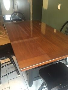 Pub style kitchen table + 4 swivel chairs