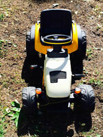 Kids peddle tractor - Excellent condition