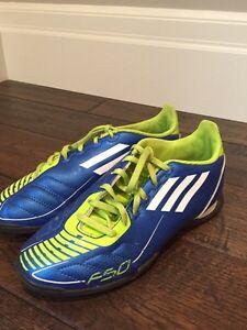 Adidas girls soccer cleats size 3.5 Kitchener / Waterloo Kitchener Area image 1