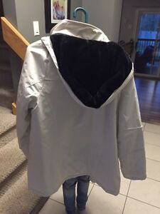 White Winter Coat - only worn a couple of times Kitchener / Waterloo Kitchener Area image 3