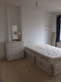 Double room available in Mill hill