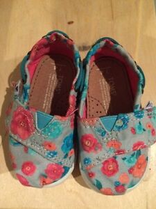 Toms Girls Size T4