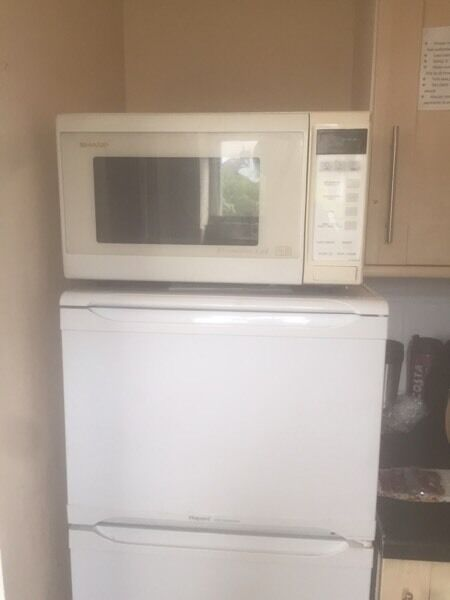 Microwave (freein Sherwood, NottinghamshireGumtree - Microwave ovenStill works shame to throw away Collection onlySherwood ng5 1fw