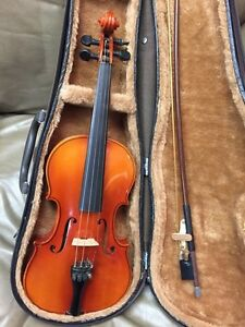 Suzuki 220 1/4 size violin with case and bow