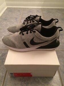 Size 11 Nike Rosherun NM W SP (Tech Fleece)