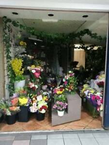 City_flower cafe looking for experience florist&manager.