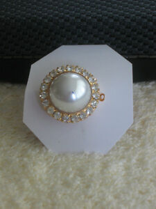 CHARMING OLD VINTAGE BROOCH / NECKLACE CHARM COMBO.