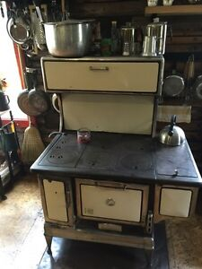 Model B Record Antique cooking wood stove