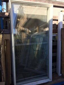 Vinyl exterior fixed window
