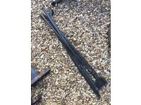 Land Rover Discovery 200/300tdi roof tie bars £3.00