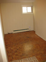 1 bedrooms Lawrence Ave E & Brimley + 1 living room