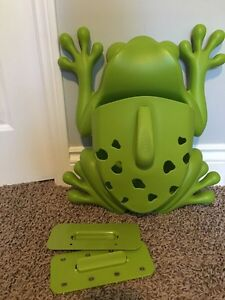 "Frog ""Boon"" bath toy storage"