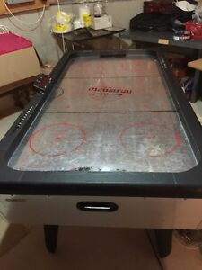 Air hockey table industrial pretty big working good Cambridge Kitchener Area image 2