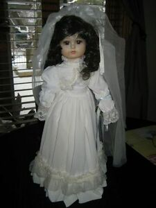 MUSICAL PORCELAIN BRIDE DOLL Kitchener / Waterloo Kitchener Area image 1